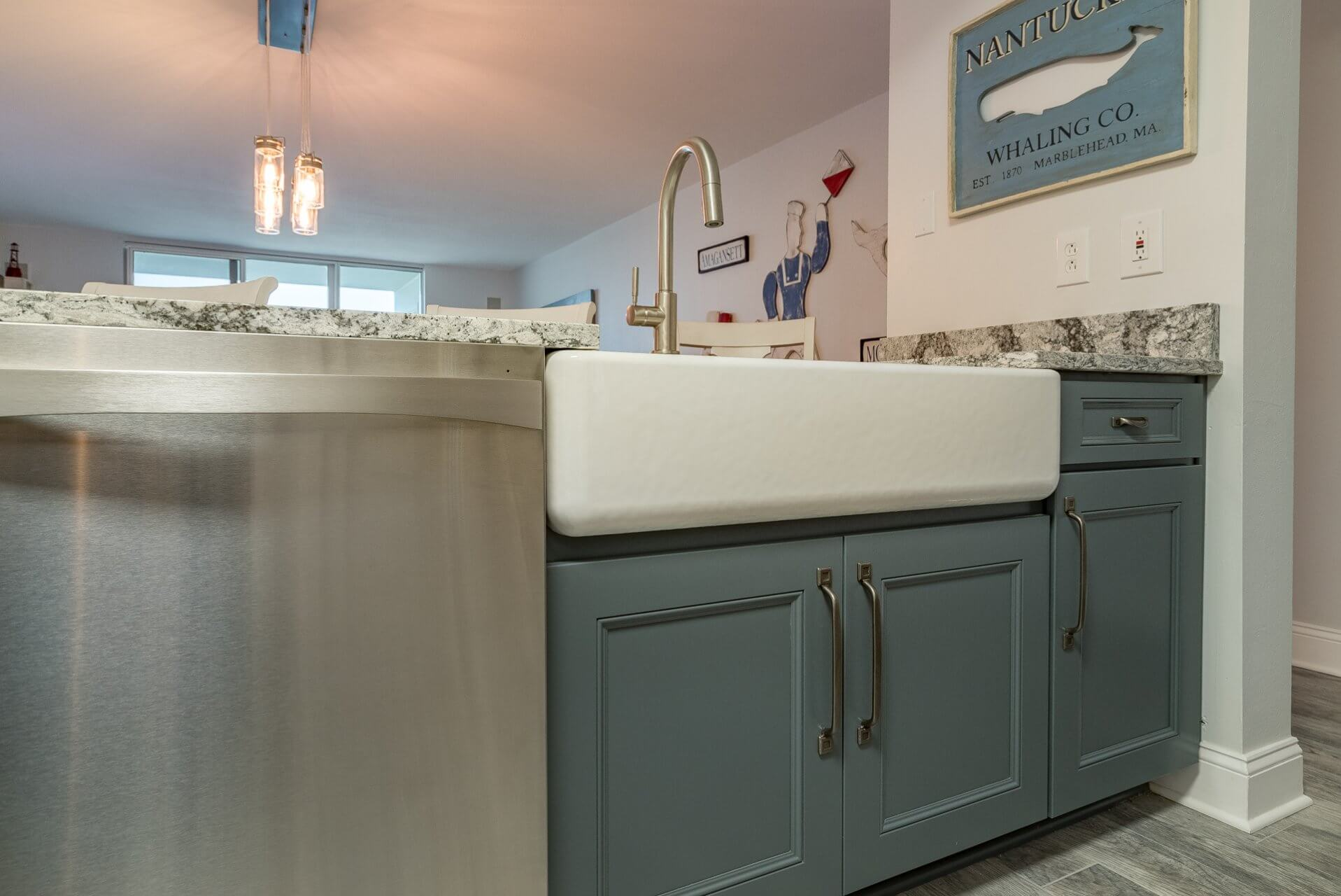 Farmhouse sink combined with Essex doors in Atlantic finish