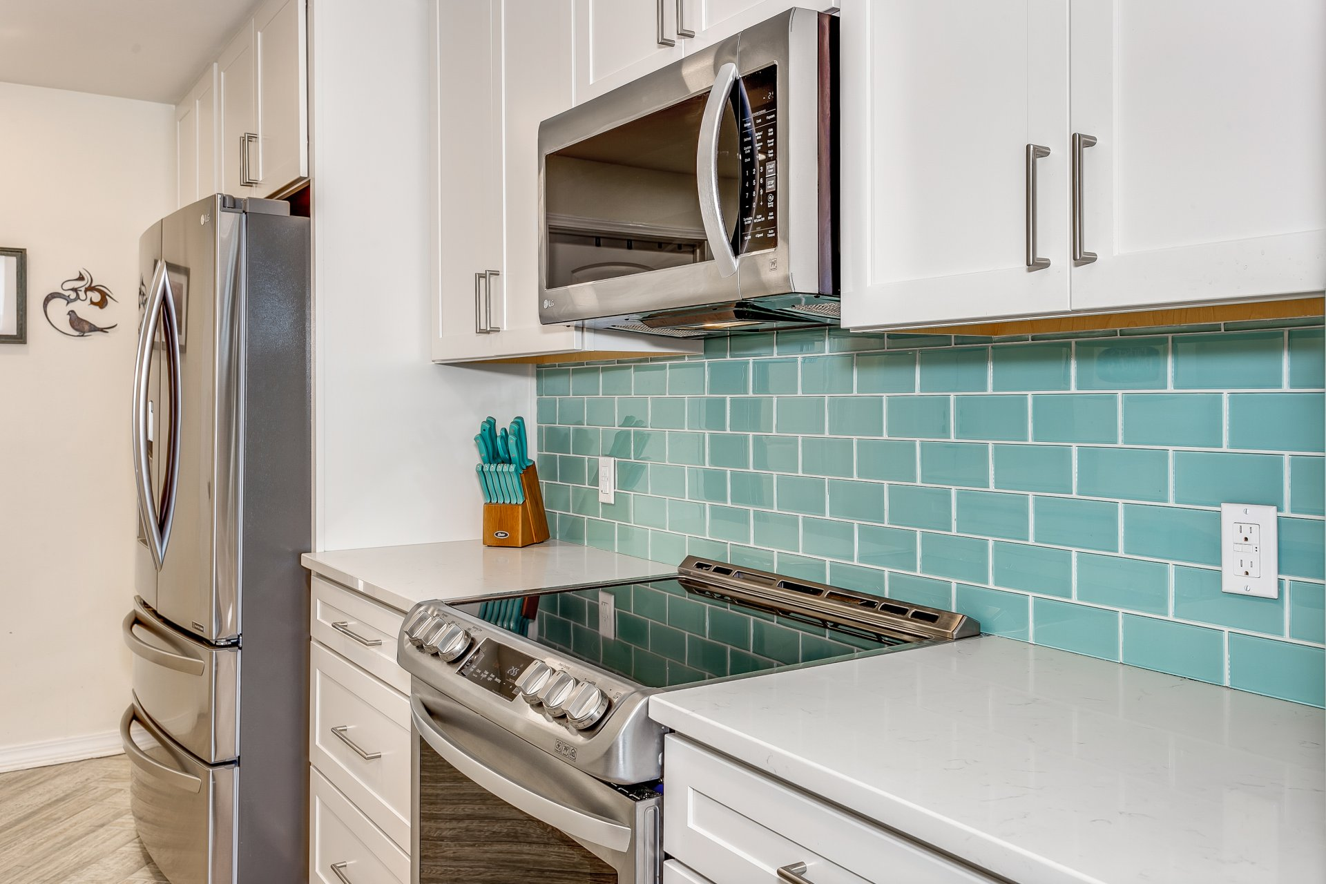 Modern finishes and contemporary stye in kitchen