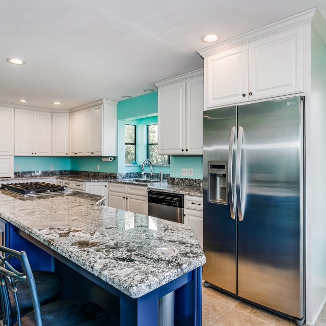 Coastal Transitional Kitchen with stainless appliances
