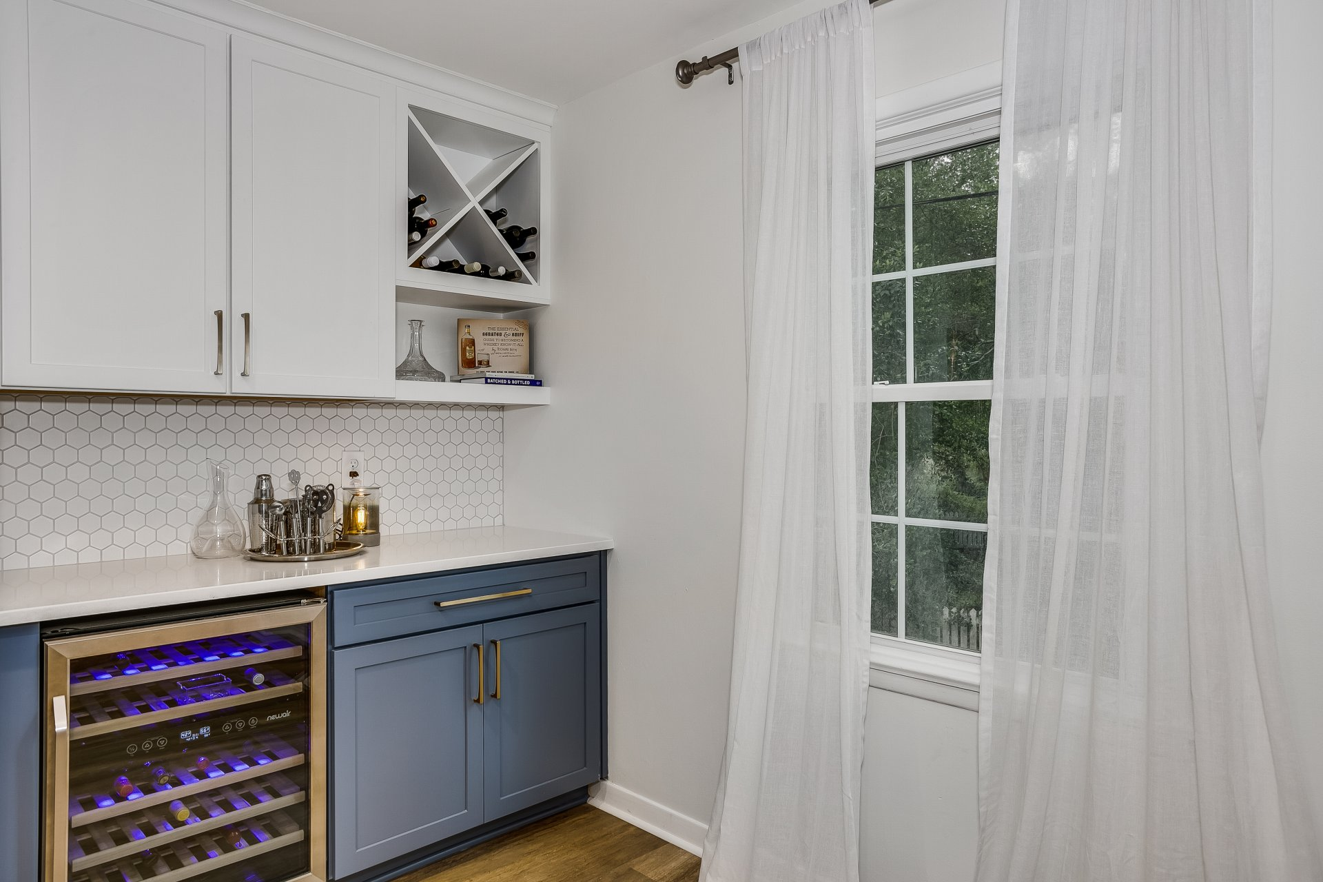 Storage for white and red wine